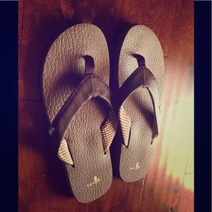 Sanuk brown flip flops size 10